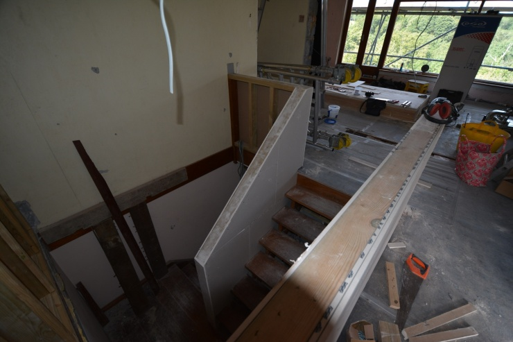 20140823 Boxed-in stair balustrade and bannister