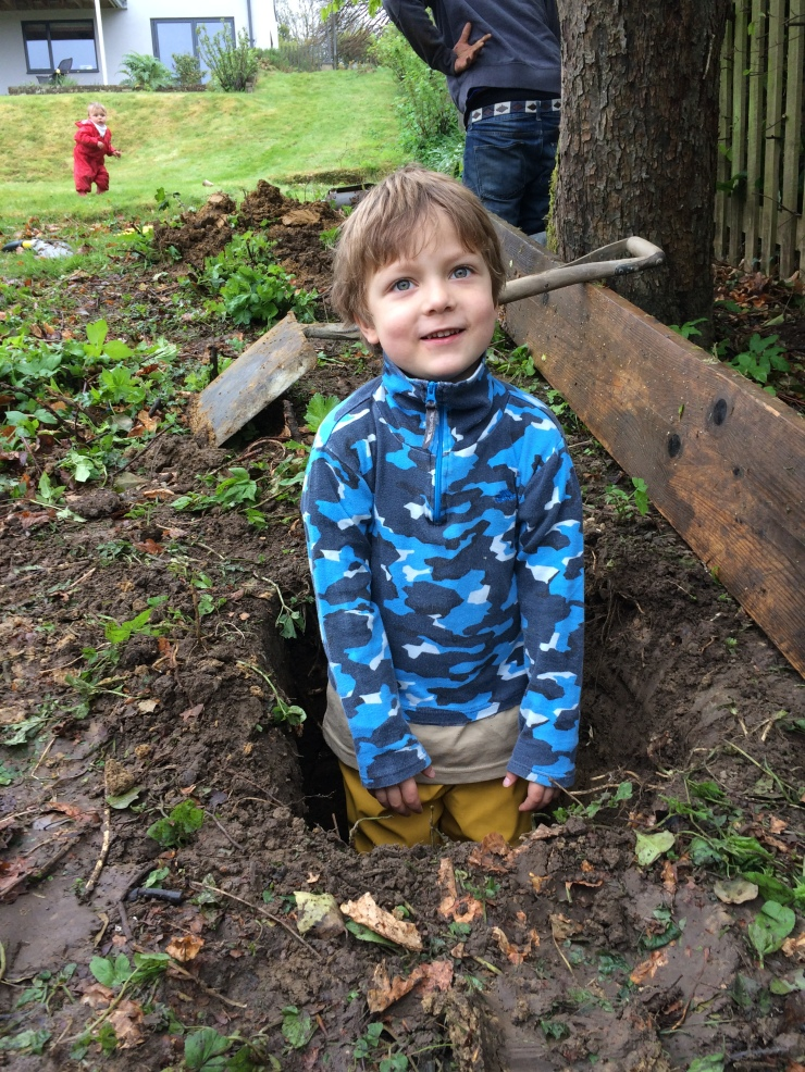 20150425 Ben digging